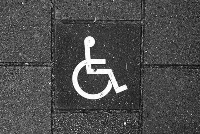 Barcelona forma professionals del turisme per millorar l'atenció a persones amb discapacitat