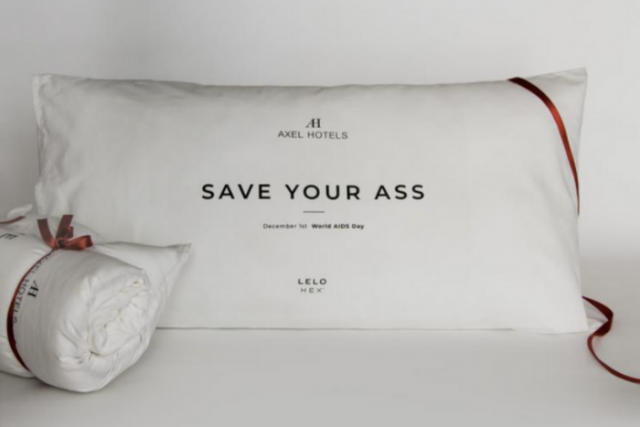 'SAVE YOUR ASS': els coixins d'Axel Hotels contra la SIDA