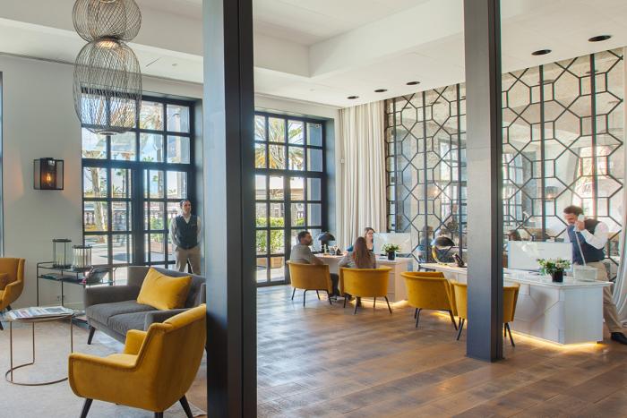"""L'Hotel The Serras Barcelona ha finançat el nou marc blindat que protegeix """"Ciencia y caridad"""""""